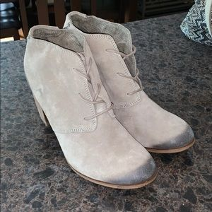 Super Cute Toms Distressed Heeled Booties 9.5